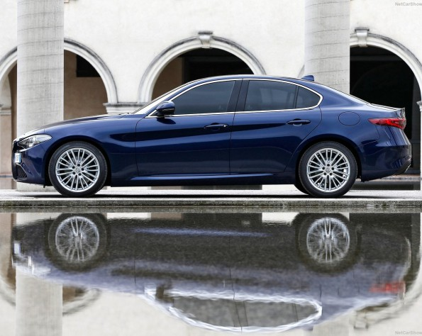 Alfa Romeo Giullia zijkant
