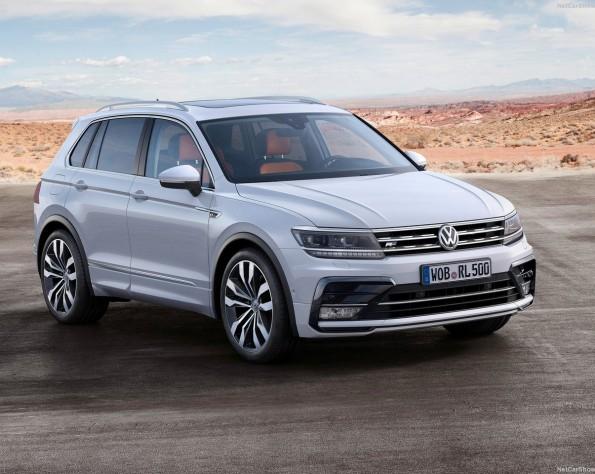 Volkswagen T-Roc voorkant met op de achtergrond landschap