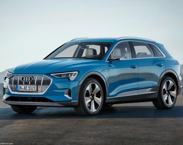 De nieuwe Audi e-tron blauw