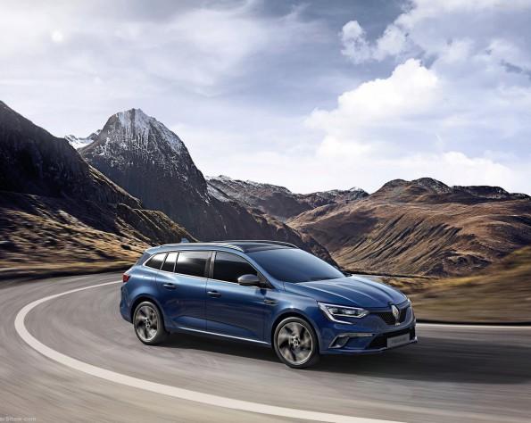 Renault Mégane estate rijdend door de bocht