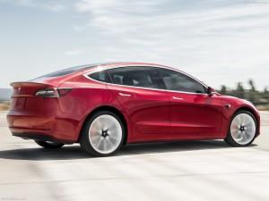 Een rode luxe auto