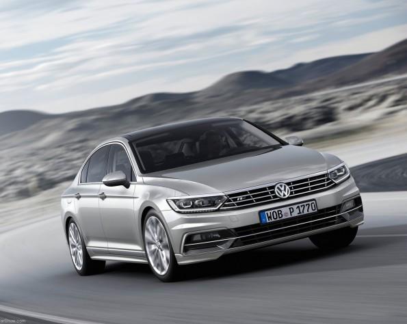 Volkswagen Passat rijdend door de bocht