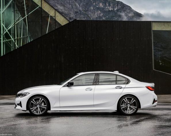 BMW 320iA zijkant