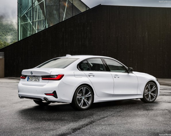 BMW 320iA zijkant schuin