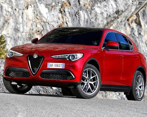 Alfa Romeo Stelvio voorkant schuin naar links