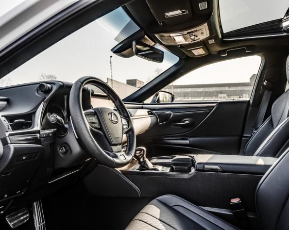 Lexus ES300h bestuurder