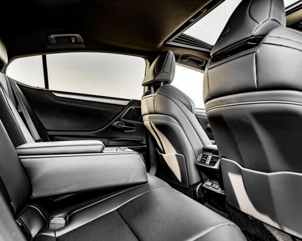 Lexus ES300h achterbank
