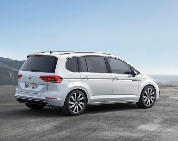 Volkswagen Touran achterkant schuin rechts