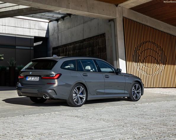 BMW 3-serie touring achterkant schuin naar links