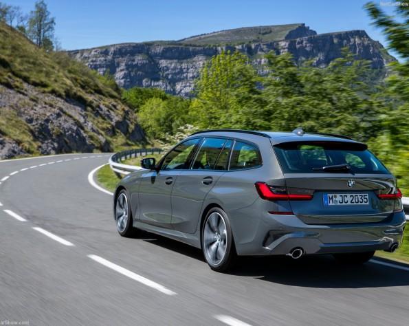 BMW 3-serie touring achterkant schuin naar rechts