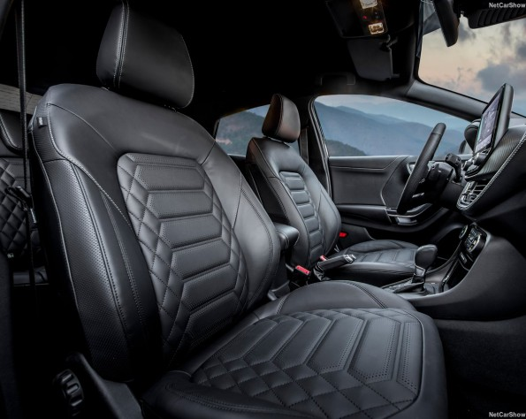 Ford Puma lease stoelen voor