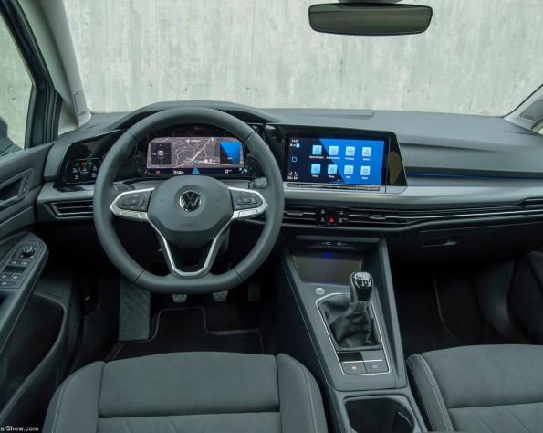 Volkswagen Golf 8 lease dashboard