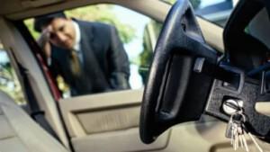 Sleutel in auto