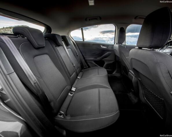 Ford Focus Hatchback lease achterbank