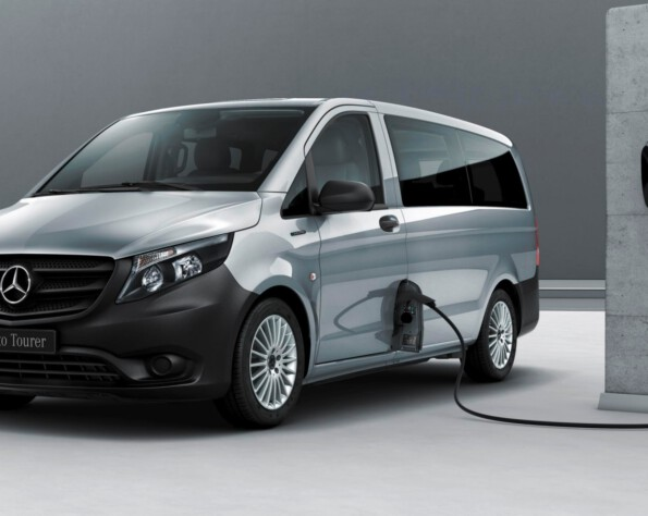 Voorkant Mercedes-Benz eVito lease laadpaal