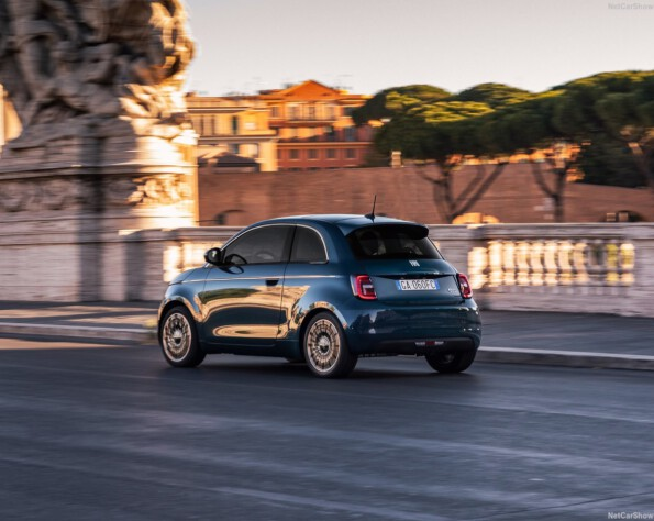 Fiat 500e lease achterkant schuin rechts