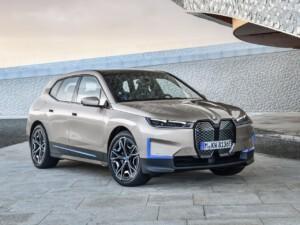 BMW iX voorkant schuin