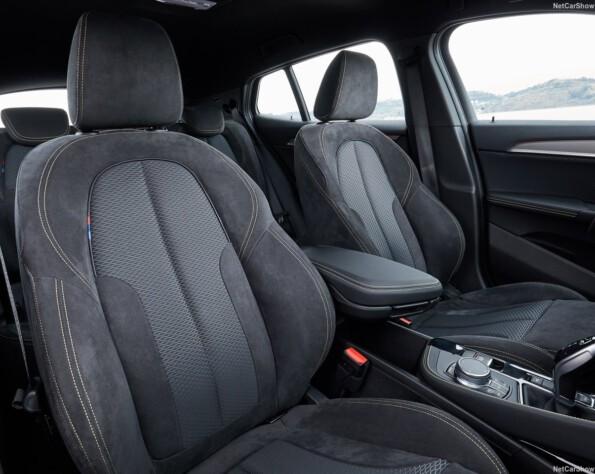 BMW X2 voorstoelen