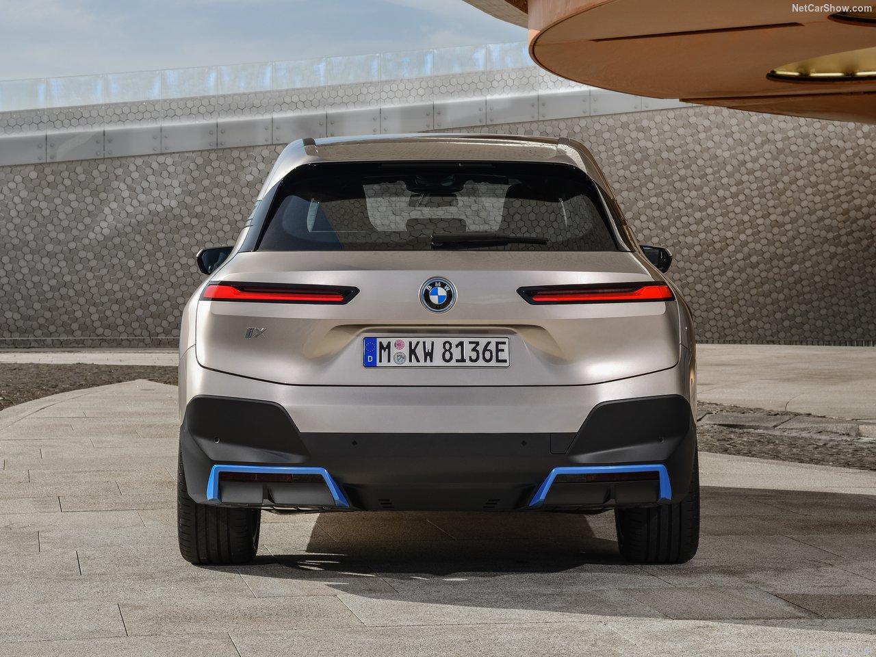 BMW iX achterkant